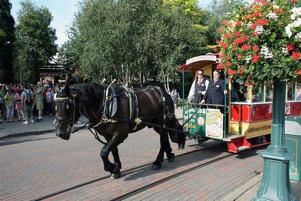 """Résultat de recherche d'images pour """"horse drawn streetcars disneyland paris"""""""